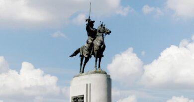 28 ธันวาคม 2310 พระเจ้าตากปราบดาภิเษกเป็นพระมหากษัตริย์ แต่ไม่ได้กู้ชาติ!